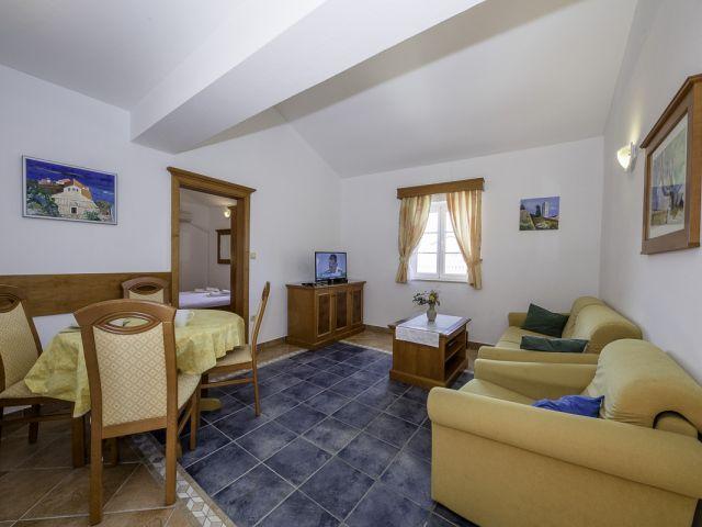 Apartment 34