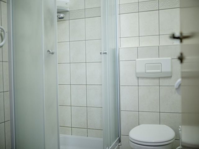 Apartment 32